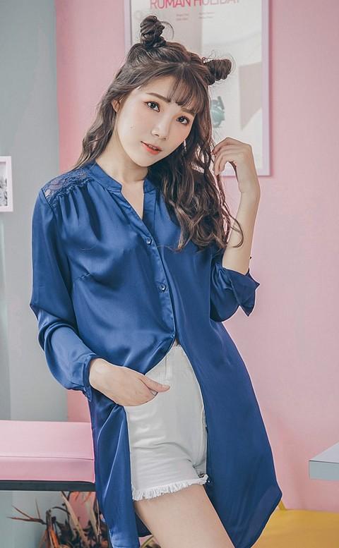 靜謐月光  緞面蕾絲長版睡衣 M-L nalla - 藍色