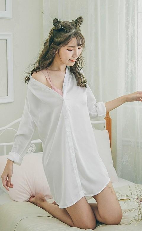 靜謐月光  緞面蕾絲長版睡衣 M-L nalla - 白色