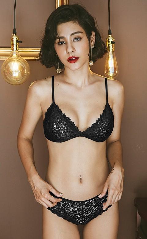輕甜花瓣 立體雕花蕾絲無襯成套內衣褲 S-XL anSubRosa - 黑色
