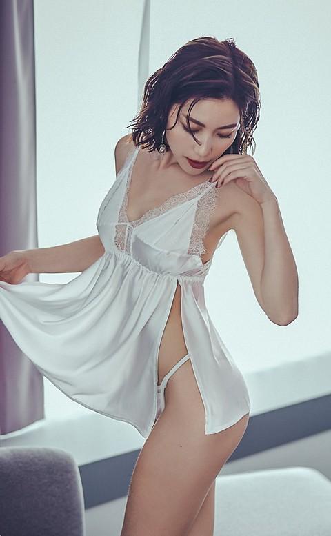 城市不眠夜 緞面睫毛蕾絲連身睡衣 FREE anSubRosa - 白色