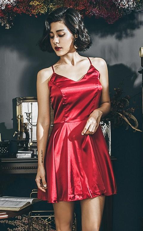 異國玫瑰 質感緞面美背綁帶睡衣 FREE anSubRosa - 紅色