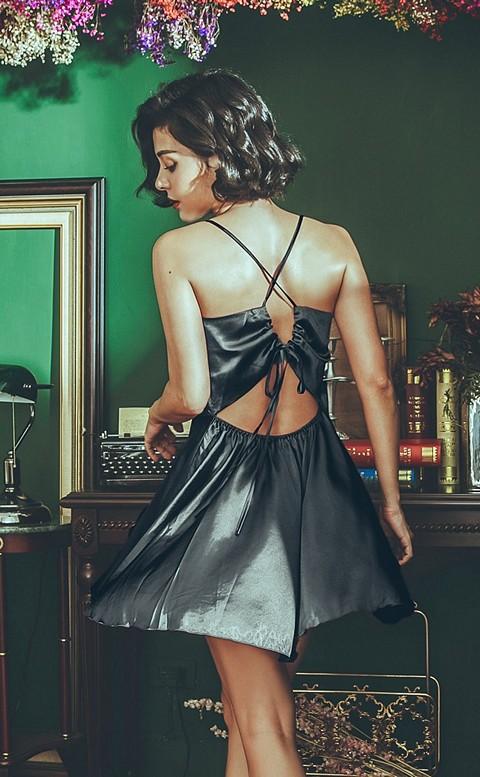 異國玫瑰 質感緞面美背綁帶睡衣 FREE anSubRosa - 黑色
