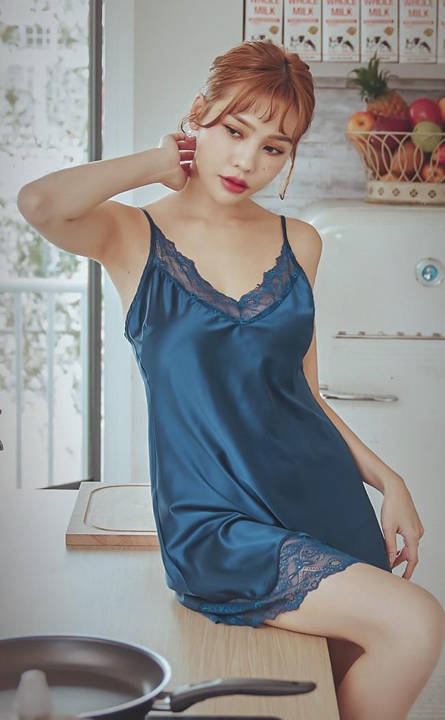 星辰倒數 優雅緞面蕾絲連身睡衣 FREE anSubRosa - 藍色