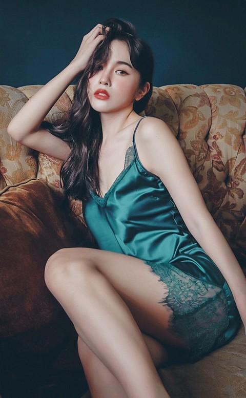 星辰倒數 優雅緞面蕾絲連身睡衣 FREE anSubRosa - 墨綠