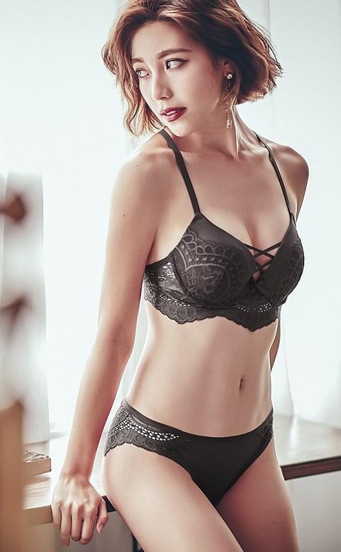 傾城薄暮 性感蕾絲美背成套內衣褲 A-C anSubRosa - 黑色