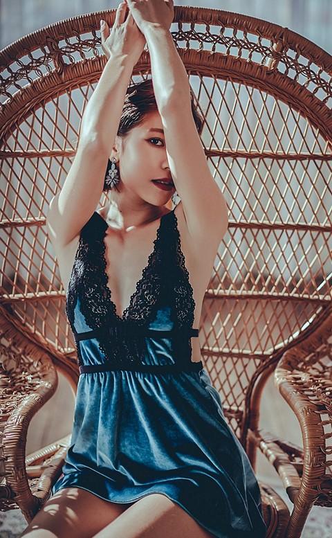 塞納河畔 蕾絲拼接質感絲絨睡衣 FREE anSubRosa - 藍綠