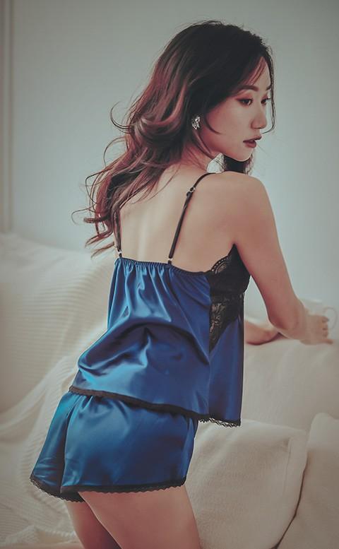 百老匯終場 絲緞蕾絲兩件式睡衣 FREE anSubRosa - 藍色