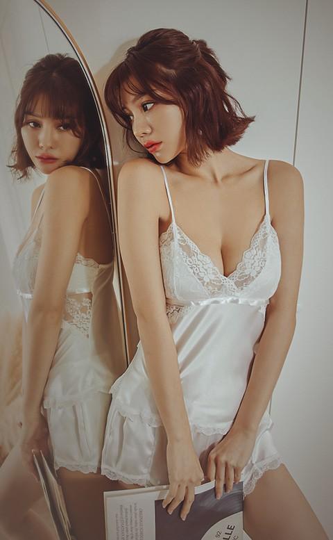 百老匯終場 絲緞蕾絲兩件式睡衣 FREE anSubRosa - 白色
