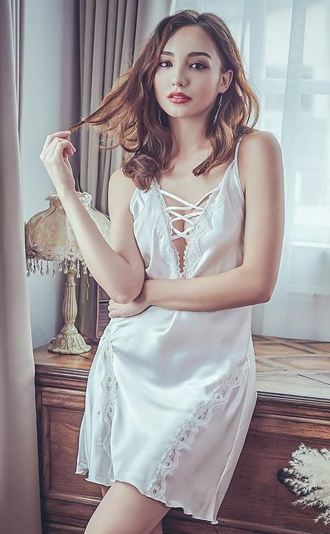 曼珠沙華 交叉綁帶緞面睡衣 FREE anSubRosa - 白色