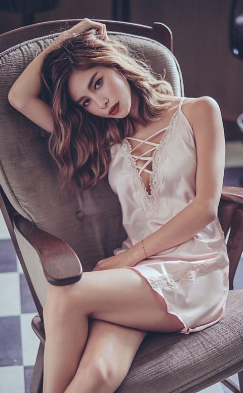 曼珠沙華 交叉綁帶緞面睡衣 FREE anSubRosa - 粉色