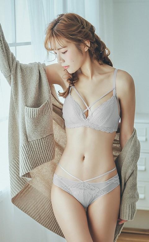 率真的浪漫 蕾絲交叉無鋼圈內衣褲 S-XL nalla - 灰色