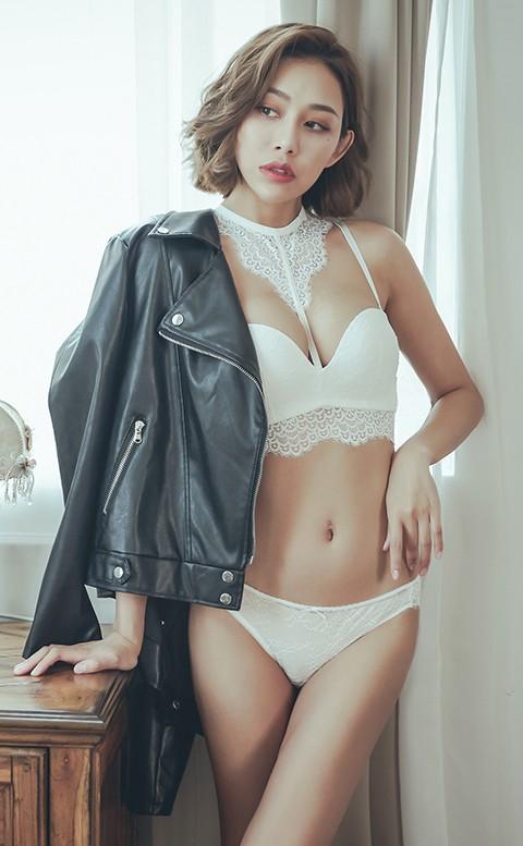 女爵的唇印 繞頸蕾絲無鋼圈內衣褲 A-C anSubRosa - 白色