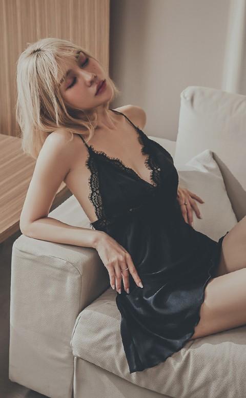 璀璨煙花 美背肩帶蕾絲緞面連身睡衣 FREE anSubRosa - 黑色