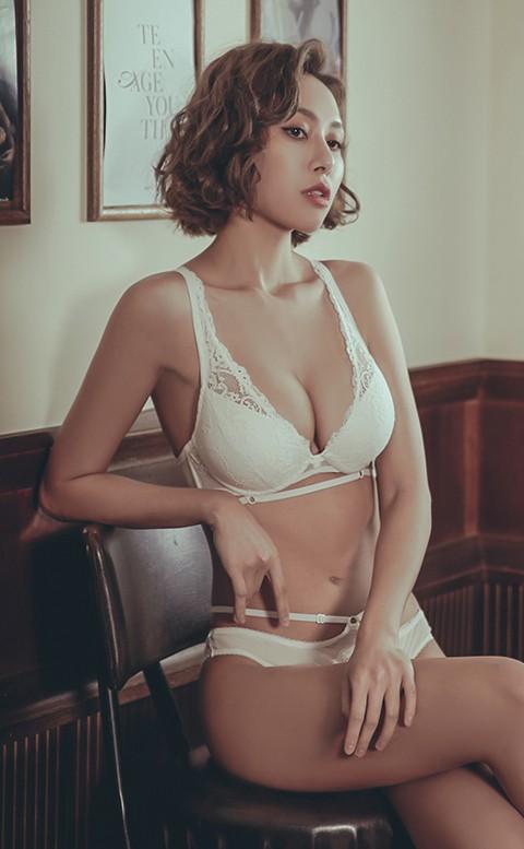 微醺曼哈頓 性感爆乳成套內衣褲 B-D anSubRosa - 白色