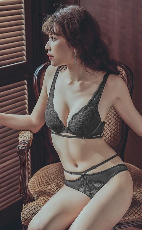 微醺曼哈頓 性感爆乳成套內衣褲 B-D anSubRosa - 黑色