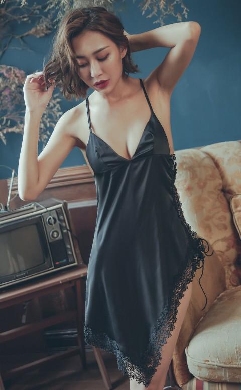 杏桃女爵 高衩美背緞面連身睡衣 M-L anSubRosa - 黑色