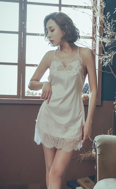 華爾滋舞曲 無襯緞面連身睡衣 M-L anSubRosa - 粉色