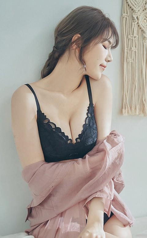 浪漫花叢間 蕾絲無鋼圈成套內衣褲 A-C nalla - 黑色