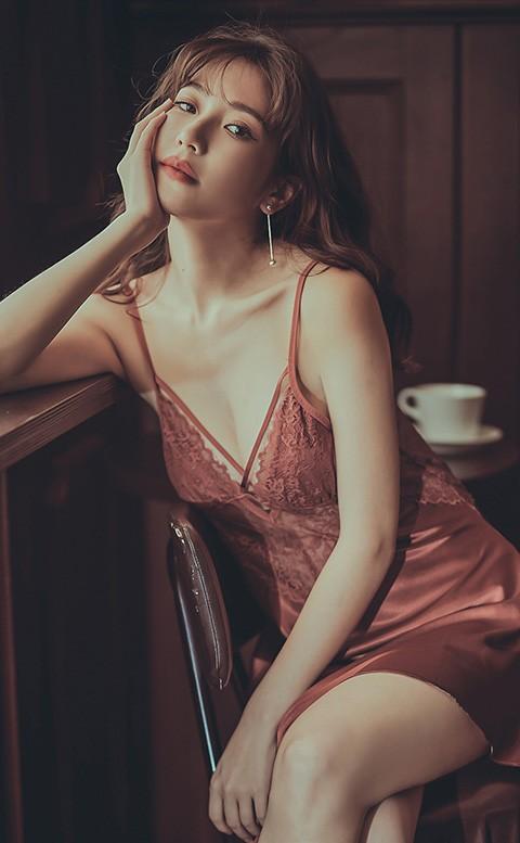 我 很性感 絲緞蕾絲顯乳睡衣 M-L  anSubRosa - 野棕紅