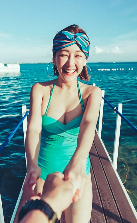 性感維多 扭結露背顯瘦連身泳衣 M-L AINIA - 綠色