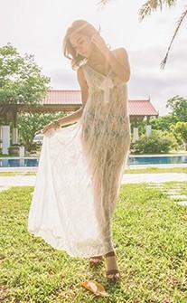 女神化身 完美蕾絲連身穿透深V外罩衫 FREE AINIA - 白色