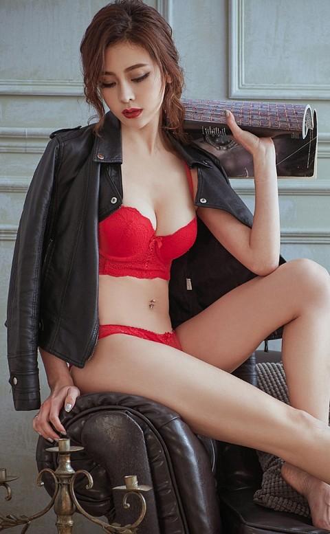 女神美蒂絲 平口半罩馬甲成套內衣褲 A-C anSubRosa - 紅色