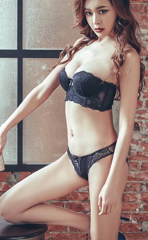 女神美蒂絲 平口半罩馬甲成套內衣褲 A-C anSubRosa - 黑色