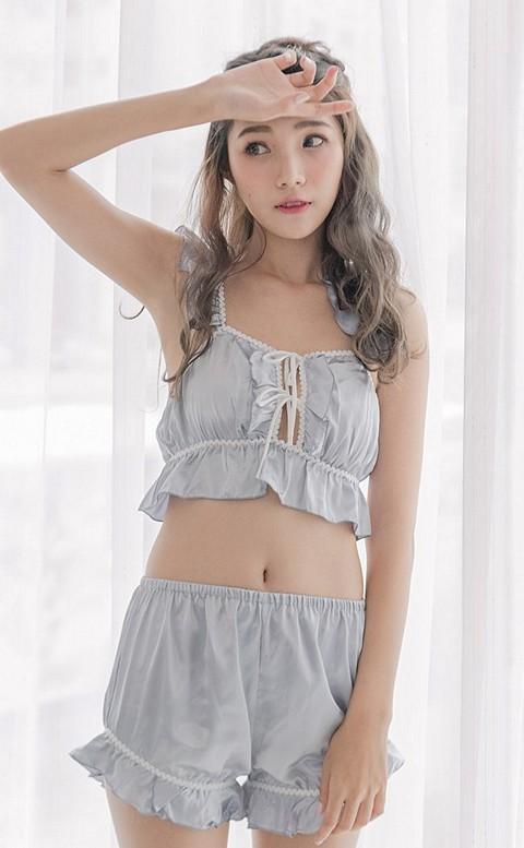 仲夏女伶 甜美荷葉緞面成套睡衣 FREE nalla - 灰色