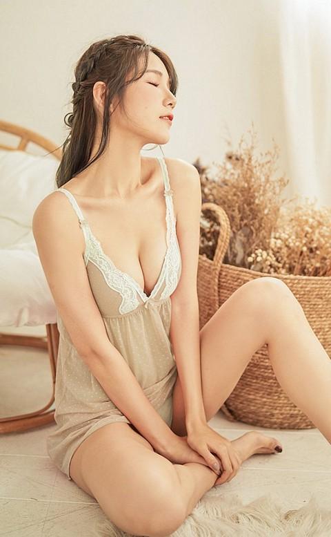 清甜絮語 透膚罩杯式連身睡衣 M-L nalla - 膚色