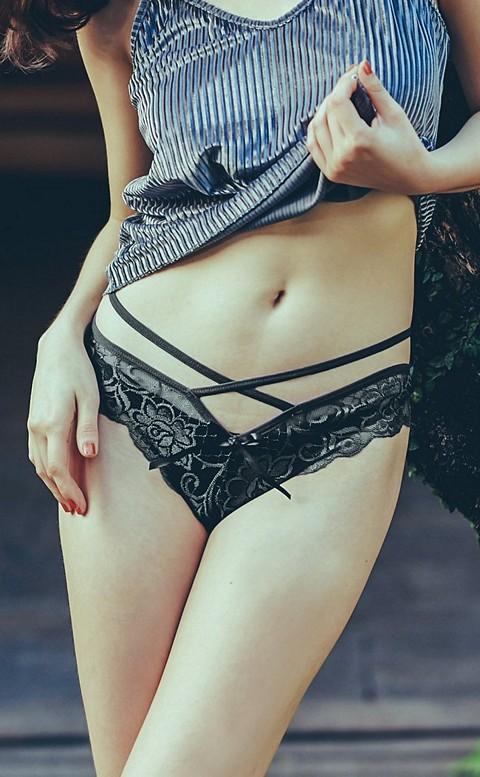 誘惑蜜桃臀 性感蕾絲美尻內褲 FREE anSubRosa - 黑色