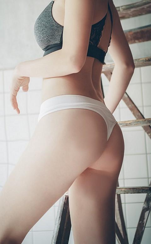 高歌晚宴 性感美臀彈性丁字褲 FREE anSubRosa - 白色