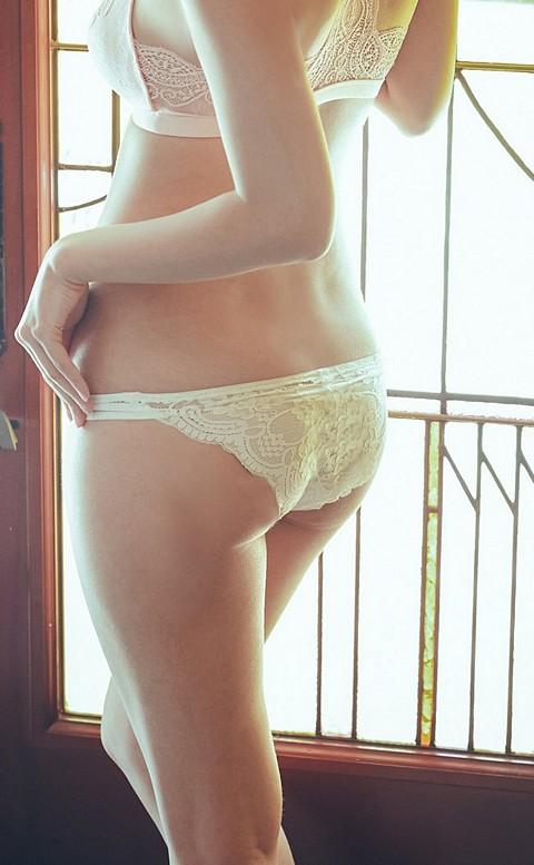 高調旋律 高衩蜜桃臀蕾絲內褲 S-XL anSubRosa - 白色