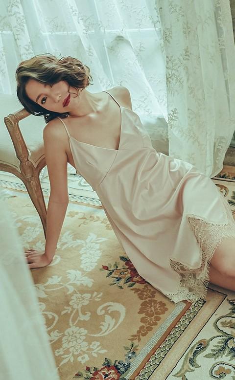 羅曼精靈 美背緞面連身睡衣 M-L anSubRosa - 粉色