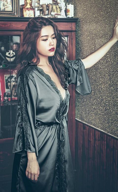 自在思潮 柔滑緞面睫毛蕾絲睡袍 FREE anSubRosa - 黑色
