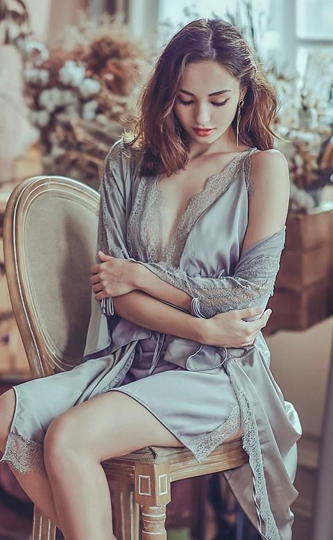 自在思潮 柔滑緞面睫毛蕾絲睡袍 FREE anSubRosa - 灰色