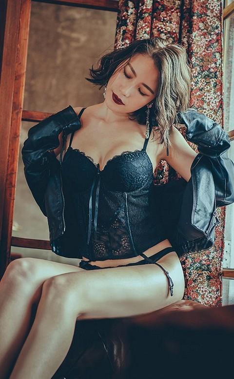 華麗女郎 性感造型馬甲內衣褲 FREE anSubRosa - 黑色