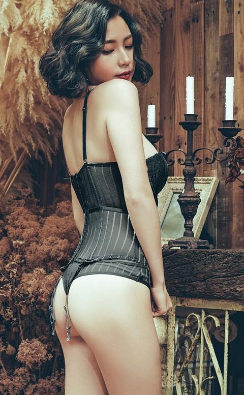 女王風範 蕾絲造型馬甲內衣褲  FREE anSubRosa - 黑色