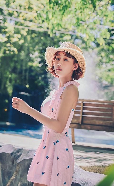 花田物語 氣質古典洋裝式連身泳衣 M-XL AINIA - 粉色