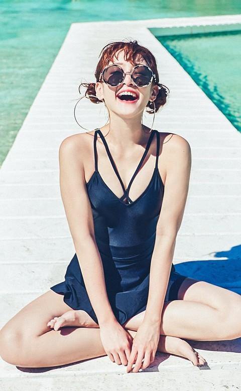 青春秘語 胸前交叉圓裙連身泳衣 M-XL AINIA - 黑色