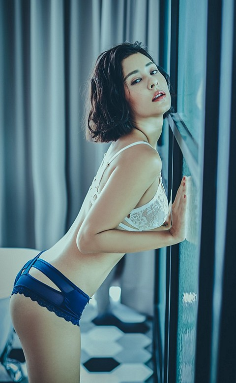 彩虹印記 鏤空交叉蜜桃臀內褲 M-L anSubRosa - 深藍