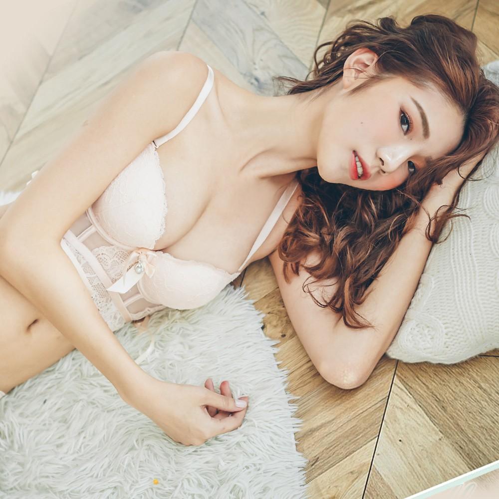 【首購免運費】法式舒芙蕾 蕾絲無鋼圈馬甲內衣褲 B-C nalla
